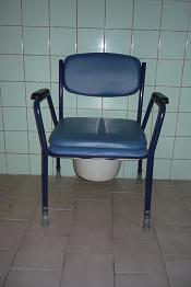 WC - židle kovová